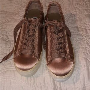 🌟NEW🌟STEVE MADDEN pink satin trainers